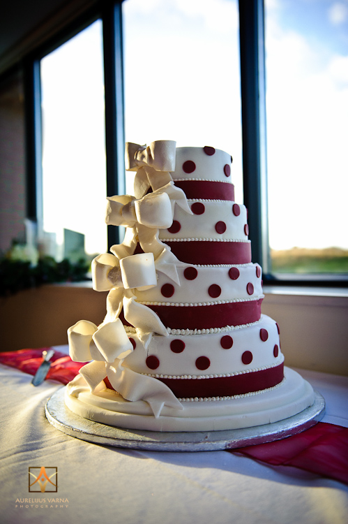 wedding cake at the Marriott